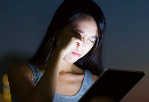 Ánh sáng từ điện thoại di động gây ra những vấn đề nghiêm trọng về sức khỏe